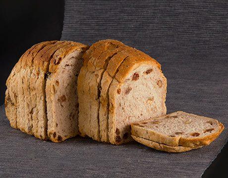 Pan de Molde Ecológico de Espelta Blanca con Nueces y Pasas de Fermentación Mixta. Cortado