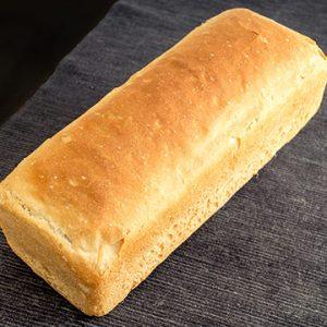 Pan de Molde Ecológico de Trigo Integral Grande de Fermentación Mixta. Cortado