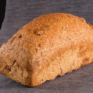 Pan de Molde Ecológico de Espelta Integral con Nueces de Levadura Madre. Cortado