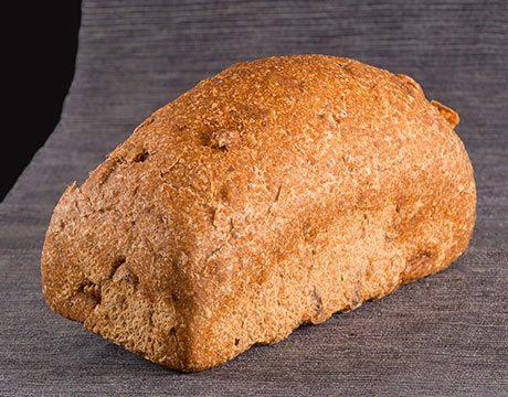Pan de Molde Ecológico de Espelta Integral con Nueces de Levadura Madre. Sin cortar